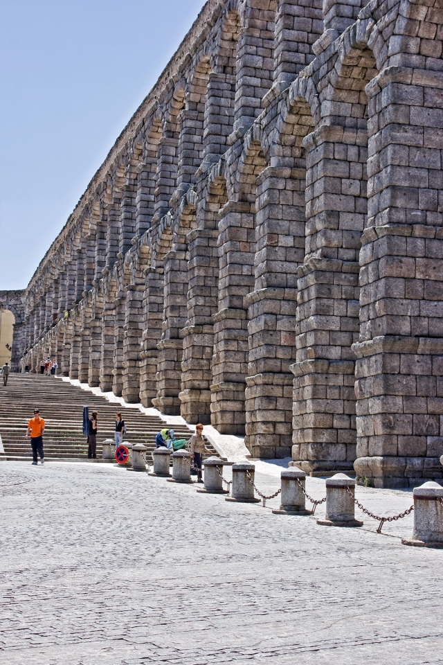 Another view of the aqueduct.