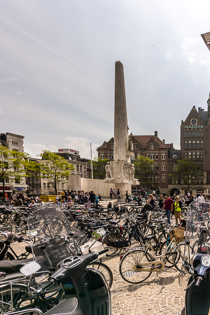 The National Monument on the east end of Dam Square.