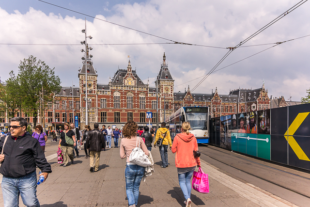 Walking back to Centraal Station.