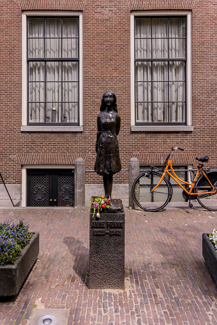 Statue of Anne Frank on Prinsengracht.