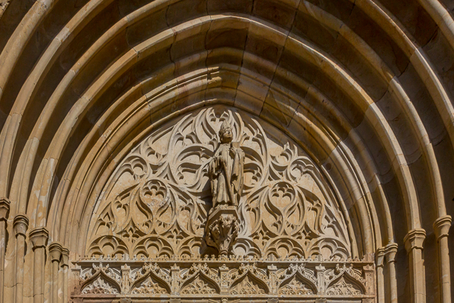 St Woho adorns the main portal. Woho was the first bishop of Osnabrück (785-804).