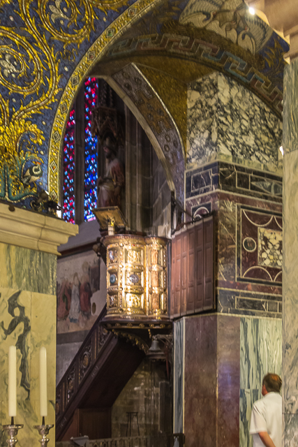 The golden pulpit studded with precious stones, glass bowls and ivory was installed in xx.