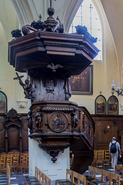 Another view of the pulpit.