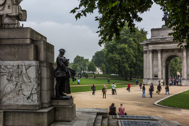 Artillery Memorial and Wellington Arch in Hyde Park Corner.