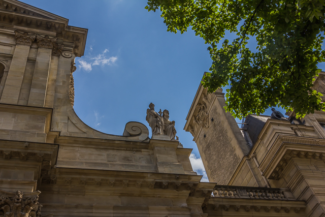Facade ornamentation similar to several churches in Rome.