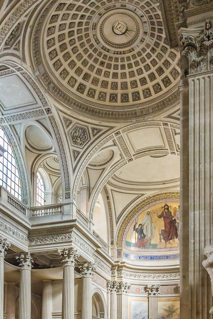 One of four domes that surround the main dome. The Pantheon is laid out like a Greek Cross: the nave , chancel and two transepts are more or less equal in size.