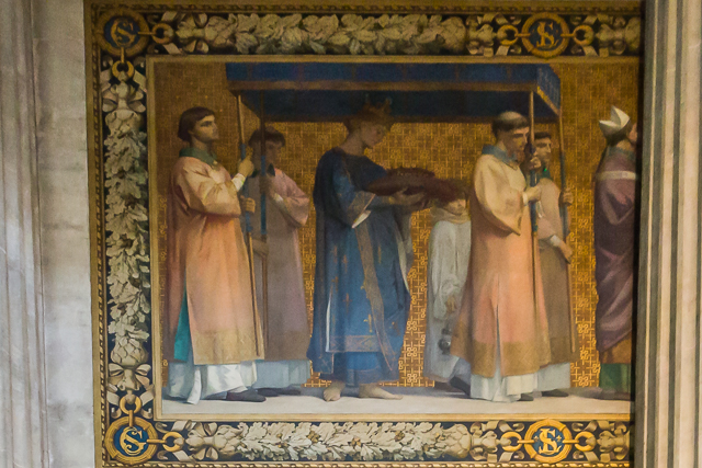 The first frieze panel: Saint Louis bearing the Crown of Thorns.