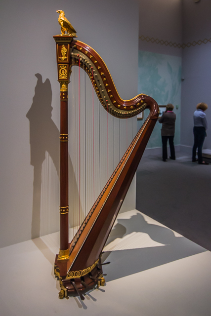 Joséphine's harp.