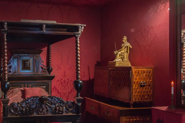 Hugo's bedroom.