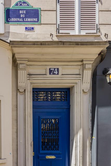 The main entrance to 74 Rue du Cardinal-Lemoine.
