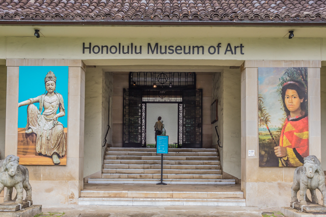 The main entrance to the museum is at 900 South Beretania Street across from Thomas Square.