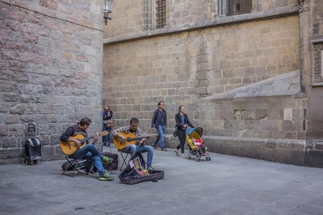 Guitar players at the Placa Sant Iu.