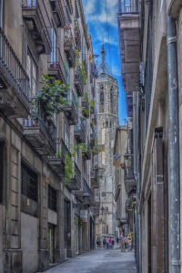 One of many alleys leading to the cathedral.