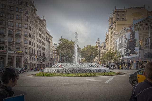 Fountain at intersection of Passeig de Gracia and xx. These two streets are 60 m and 50 m wide, respectively. All other streets on the Eixample grid are 30 m wide.