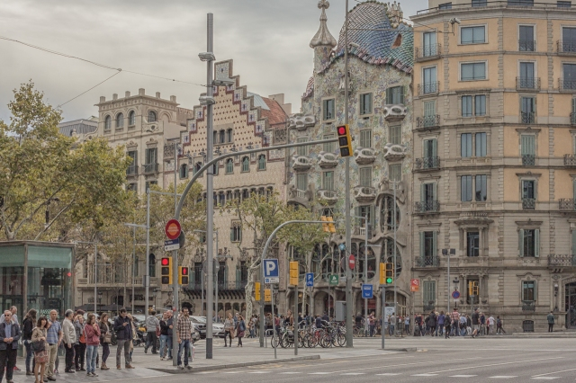 The Block of Discord from the northeast corner of Carrer d'Arago and Passeig de Gracia.