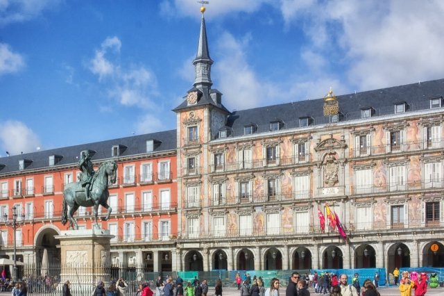 Plaza Mayor is a completely enclosed rectangle with an equestrian statue of King Phillip III in the middle of the square.